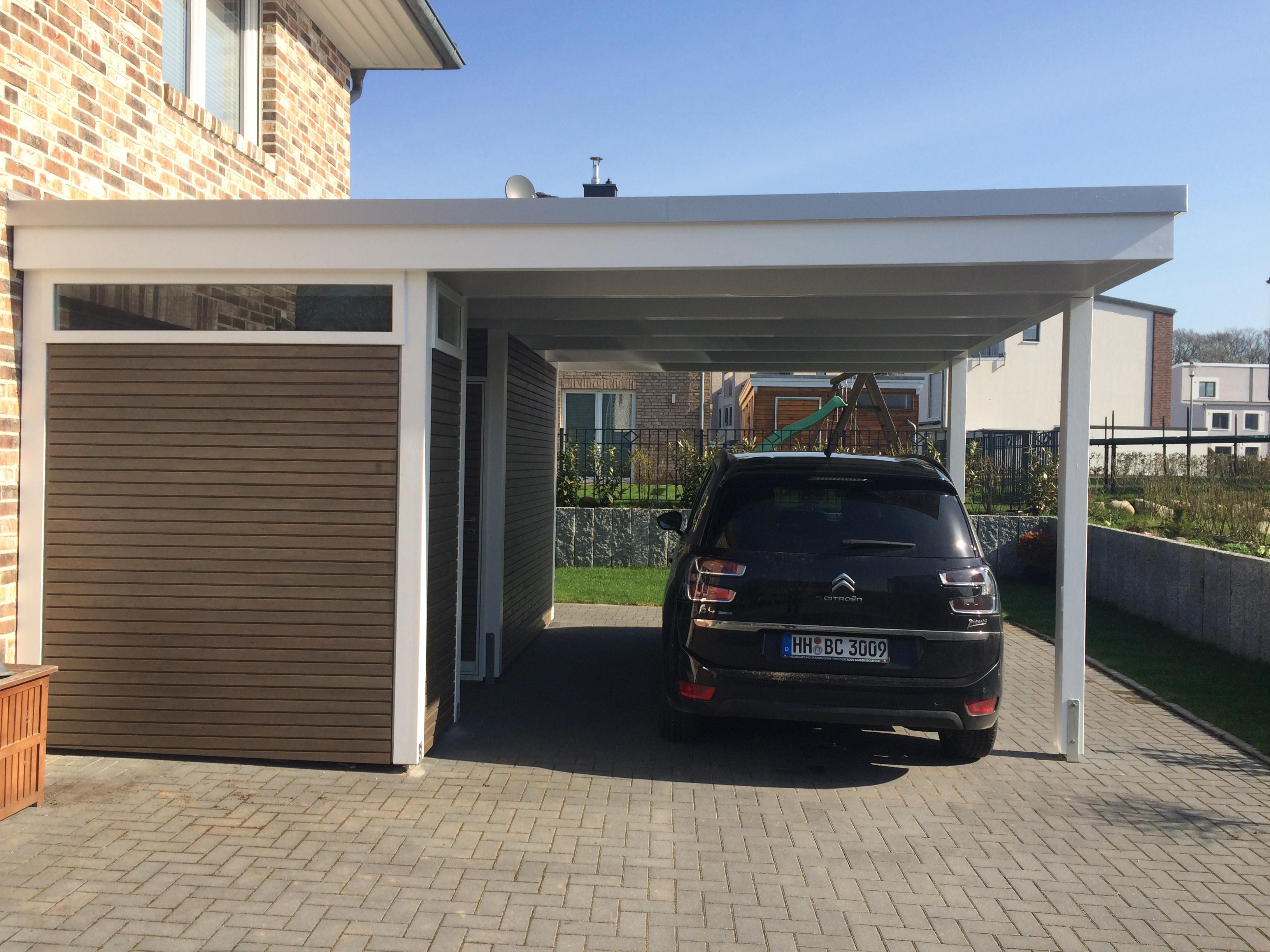 Reihencarport und Carport mit seitlichem Abstellraum - Carporthaus